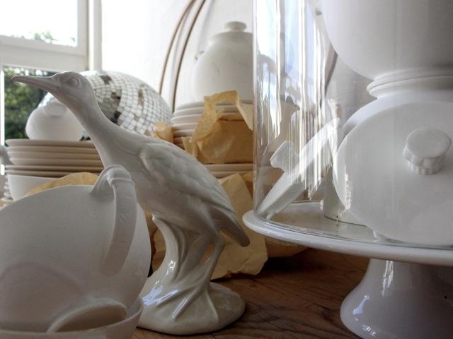 Unfertiges Porzellan aus Konkursfabrik