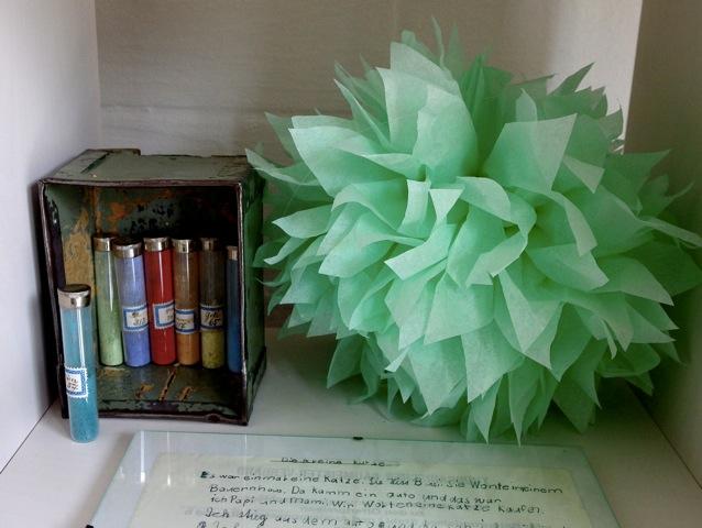 Vintage-Pigmente und Papierpompon