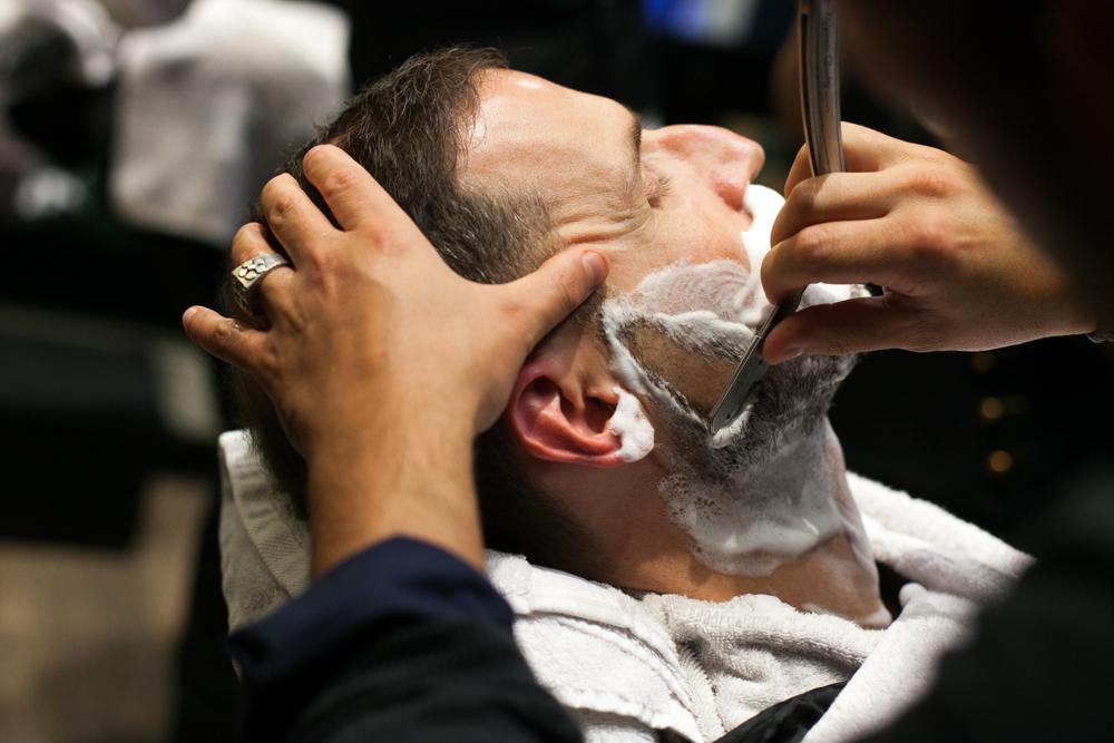 Beim Barbier.