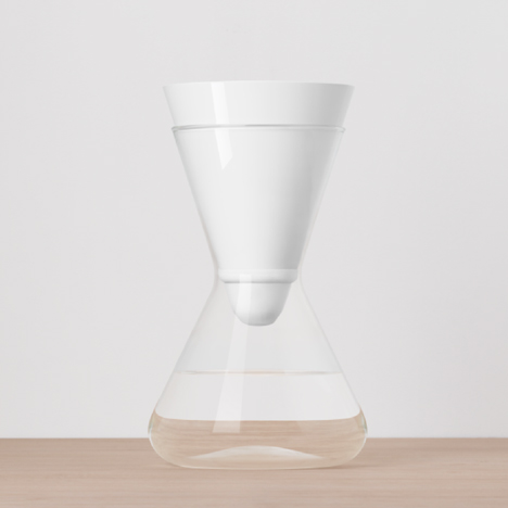 dezeen_Carafe-and-water-filter-by-Soma_4