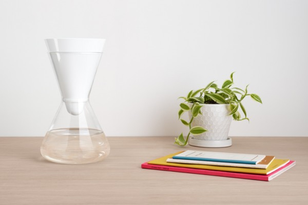 dezeen_Carafe-and-water-filter-by-Soma_6bann