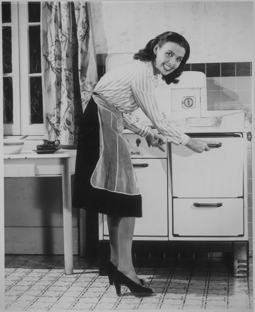 """""""Lena_Horne_conserves_fuel_(gas)."""",_ca._1941_-_ca._1945_-_NARA_-_535820"""