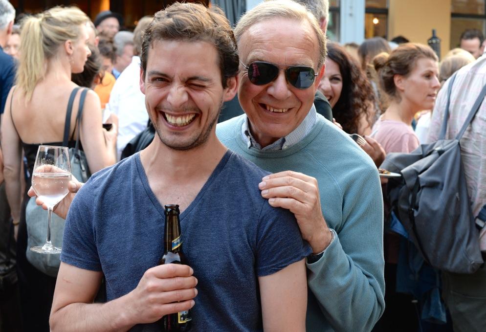 Colin Schaelli mit Fotograf Walter Pfeiffer