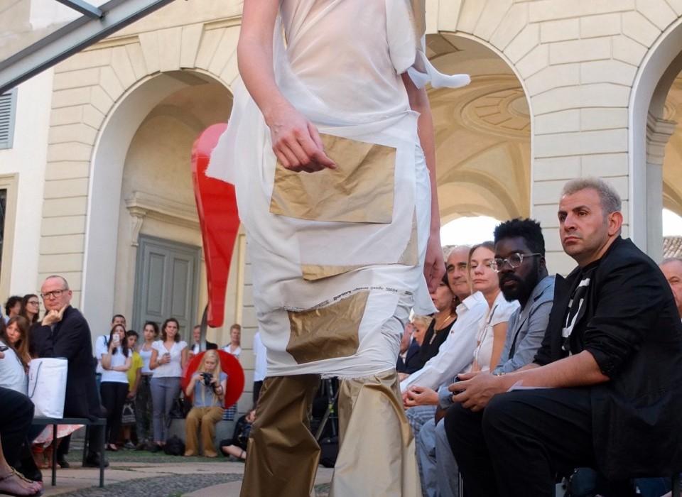 Luca D'Alena mit Stoffen von Rotofil