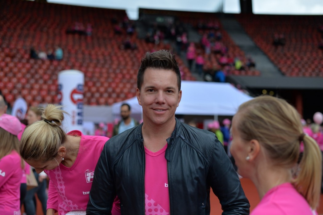 Und auch Sven Epiney steht pink sehr gut