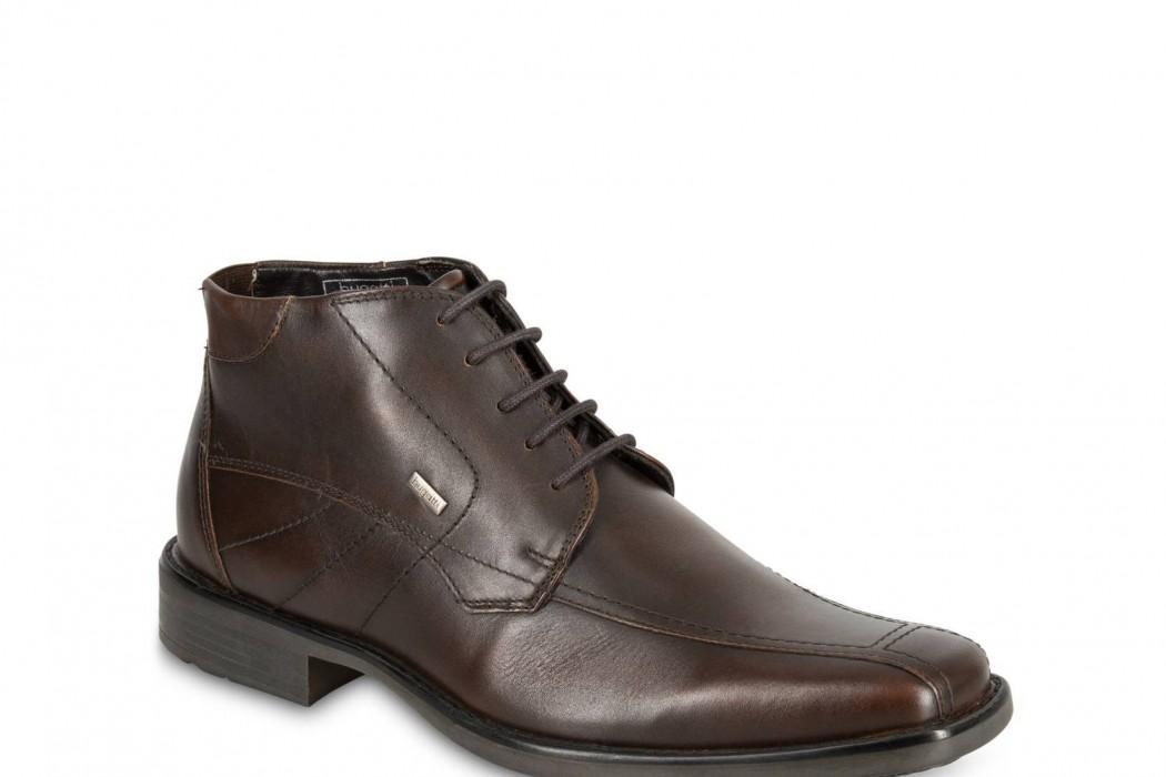 Dieses unerspriessliche Stück Schuh-Unkultur von Bugatti gibt's bei Globus für 79 Franken.