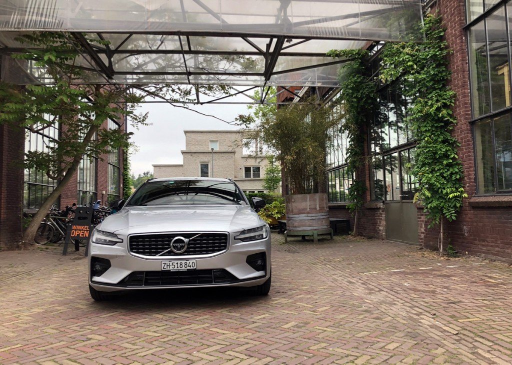 Volvo V60 in Eindhoven bei Piet Hein Eek.