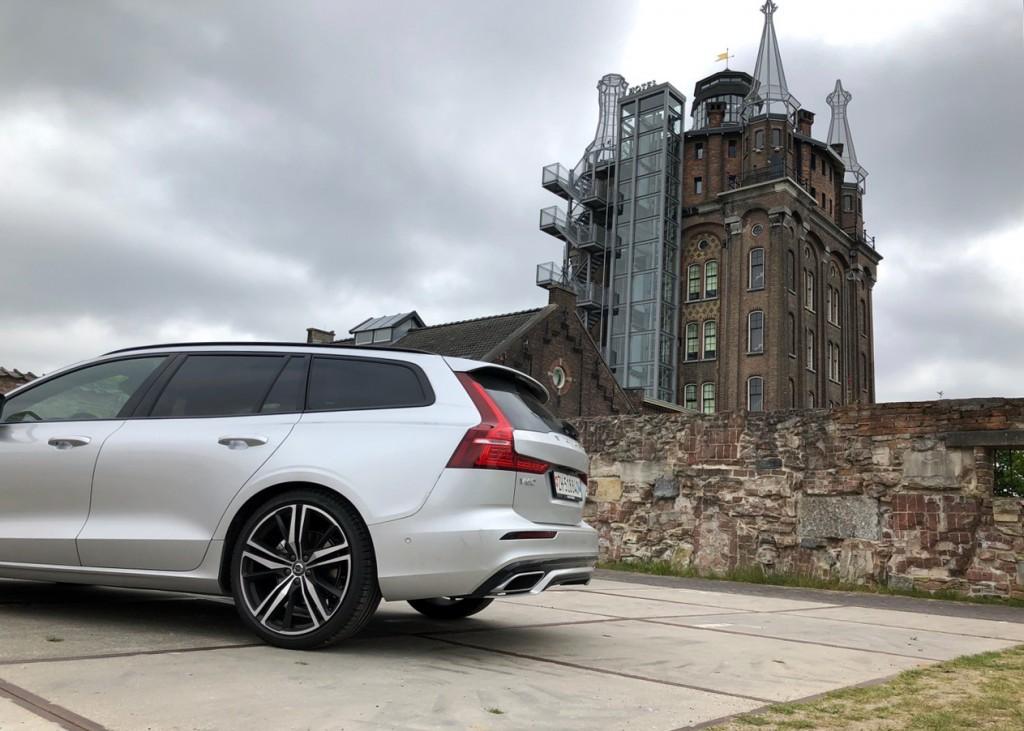 Lieblingsort und Lieblings-Auto: Volvo V60 vor der Villa Augustus ind Dordrecht NL.